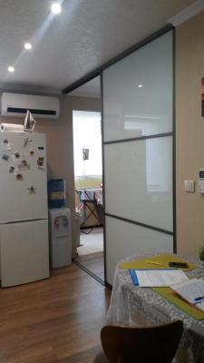Раздвижная перегородка в кухню, матовое стекло