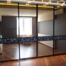 Раздвижные зеркальные перегородки