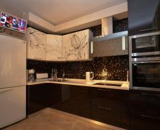 Узорчатые фасады на кухне