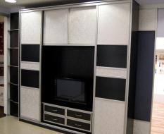 Черно-белый шкаф с кожей