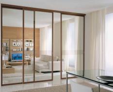 Прозрачная стеклянная перегородка