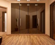 Встроенный распашной шкаф стеклянный