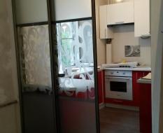 Раздвижная перегородка на кухню матовое и декоративное стекло (2)