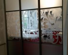 Раздвижная перегородка на кухню матовое и декоративное стекло (3)