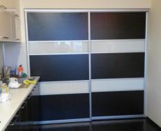 Раздвижная перегородка ЛДСП с стеклянными вставками (2)