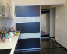 Раздвижная перегородка ЛДСП с стеклянными вставками (3)