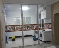 Прозрачная пергородка кухня-гостиная (1)