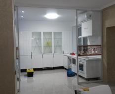 Прозрачная пергородка кухня-гостиная (3)