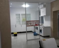 Прозрачная пергородка кухня-гостиная (4)