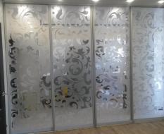 Межкомнатная перегородка на кухню из белого узорчатого стекла (1)