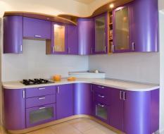 Фиолетовая кухня глянец