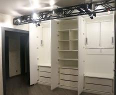 Распашной шкаф с пантографами