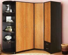 Угловой коричневый шкаф