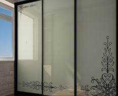 Белый стеклянный шкаф-купе