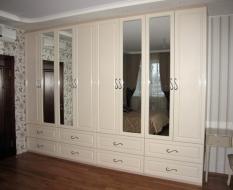 Распашной шкаф классика