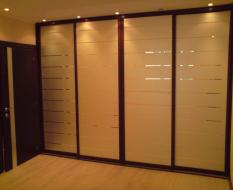 Встроенный шкаф-купе во всю стену