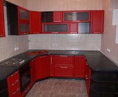 П-образная планировка кухни красно-черная
