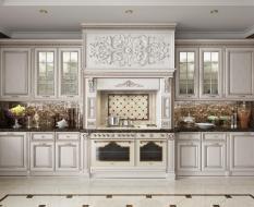 Классическая кухня из массива с декоративными элементами