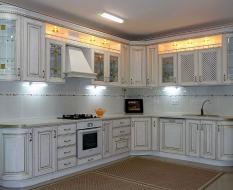 Кухня из массива дерева с подсветкой