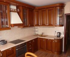 Кухня из массива дерева до потолка