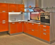Оранжевая угловая кухня Глянец