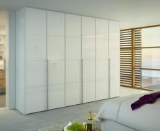Распашной шкаф белый глянец