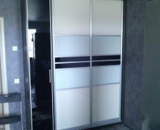 Шкаф купе с распашной дверцей