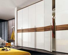Распашной шкаф в современном стиле