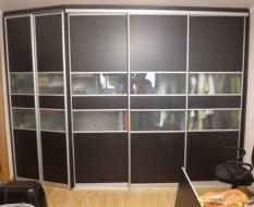 Шкаф с распашными дверями на заказ
